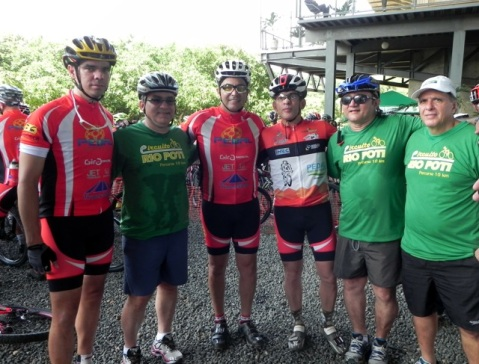 Gerente do Sebrae, ciclista Delano Rocha, Firmino Filho, presidente FCP George Rodrigues e Renato Berger na Ponte Estaiada
