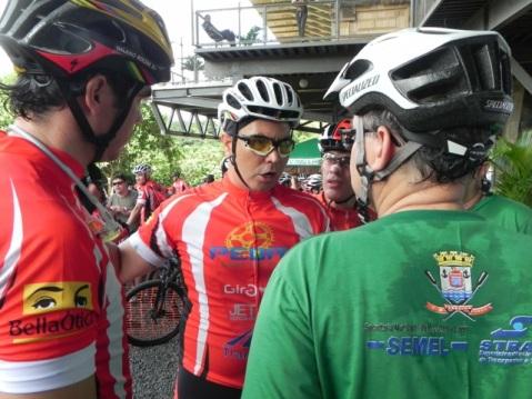Presidente da Federação de Ciclismo George Rodrigues conversa com Firmino Filho